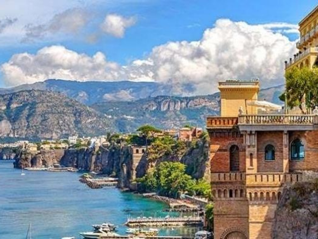 The Classical Civilizations Academic Year in Thessaloniki and Sorrento