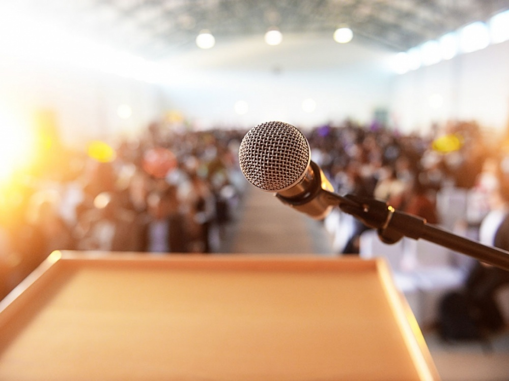 Public Speaking - Become A Natural